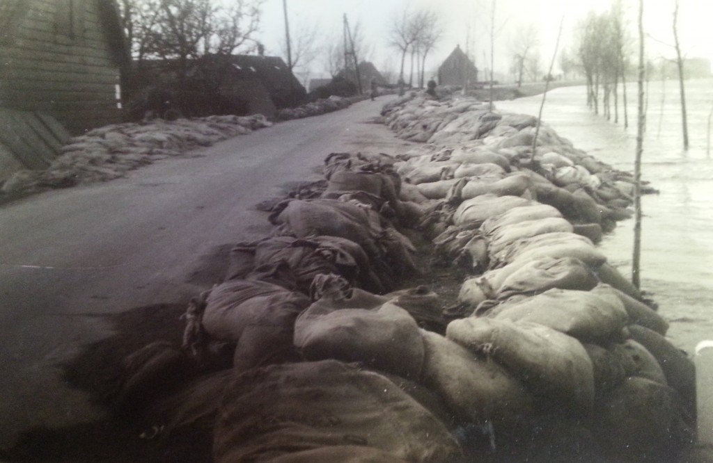 watersnood-blaaksedijk-1953-04