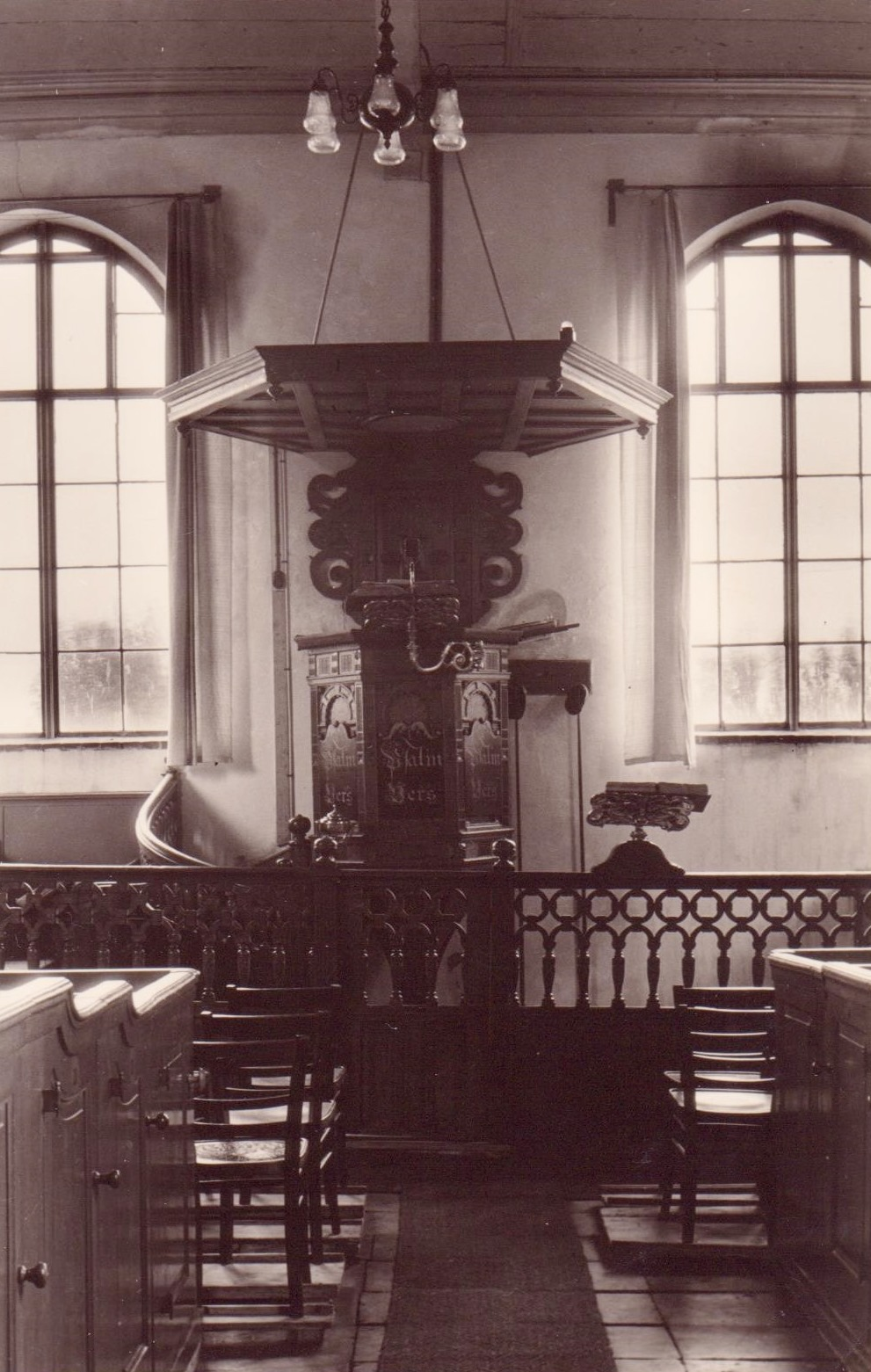 piershil-kerk-preekstoel-voorheen