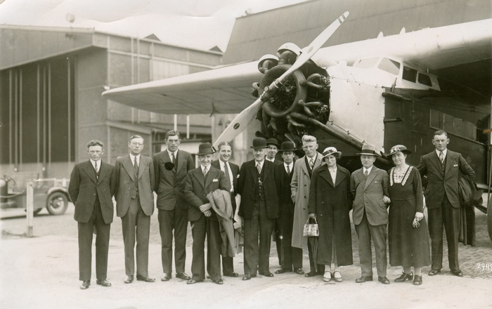 groepsfoto-piershil-vliegtuig