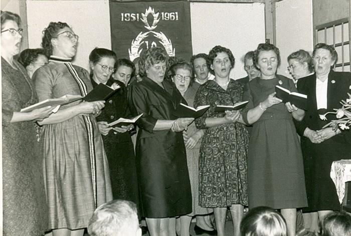 piershil-10jaar-vrouwenvereniging-weesgetrouw-1961-02