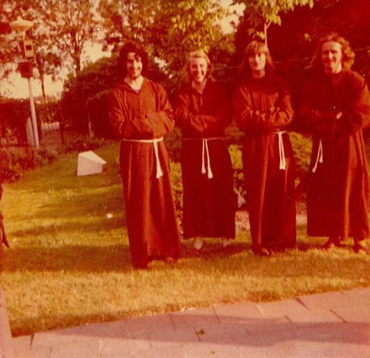 piershil-450-kostuums-monniken