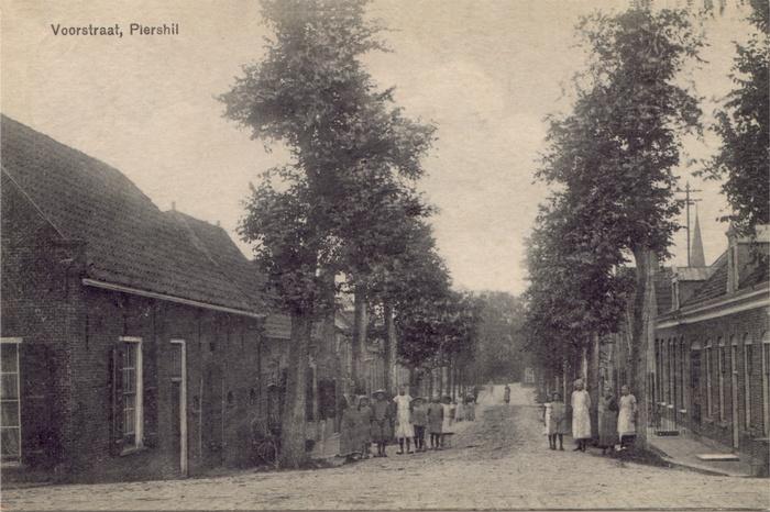 piershil-ansicht-1919-voorstraat