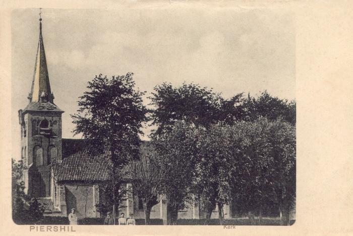 piershil-ansicht-tot1920-kerk-02