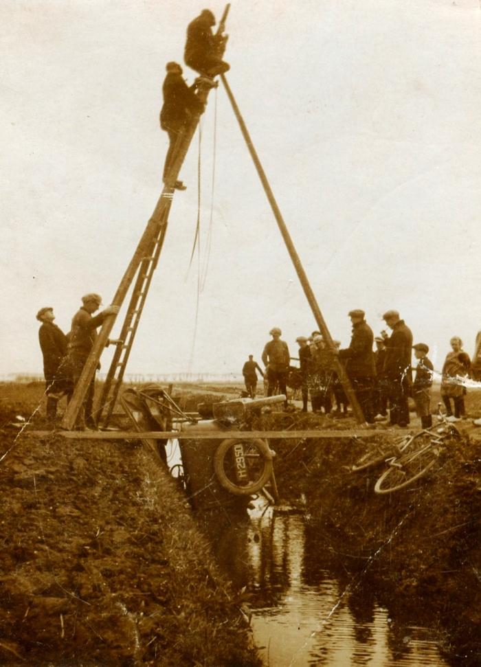 piershil-auto-te-water-1925