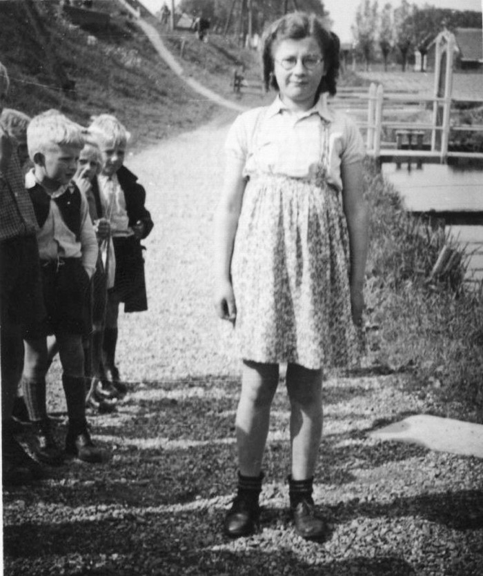 piershil-beatrixstraat-reina-zomer1946