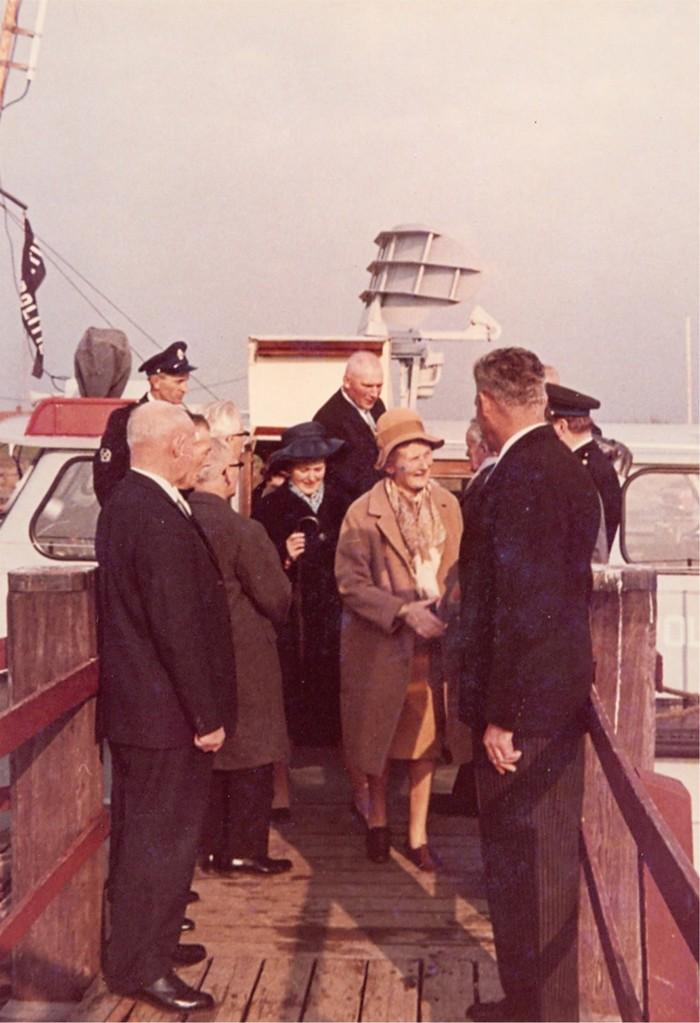 piershil-bezoek-commissaris-1968-04