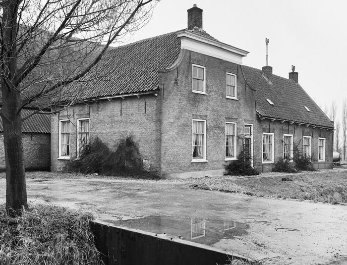 piershil-boerderijrozendaal-steegjesdijk-1968-04