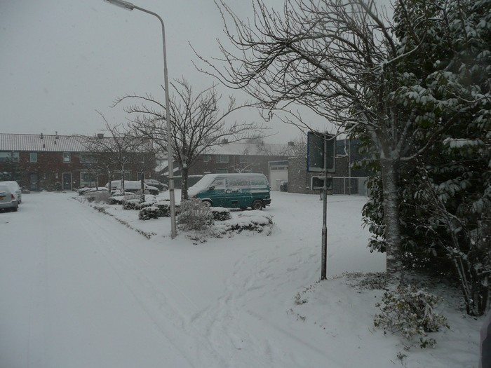 piershil-christinastraat-sneeuw-20dec2009-06