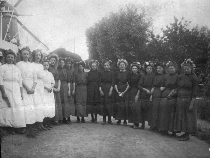 piershil-feest-1913-16meisjes