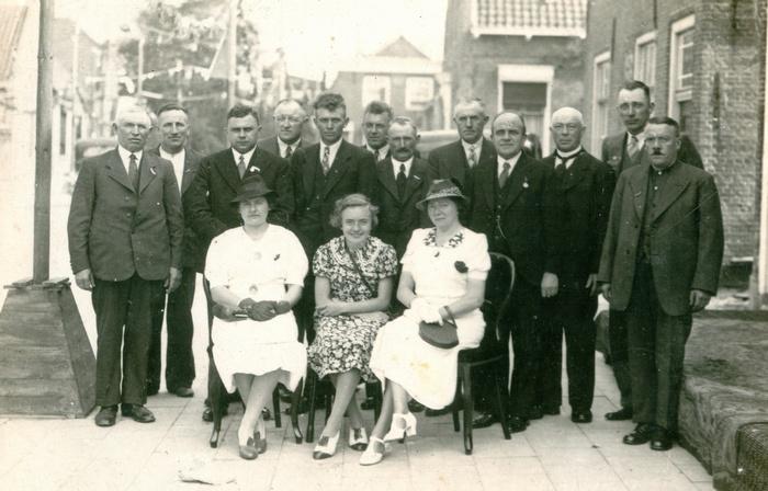 piershil-feestcommissie-voorstraat-1937