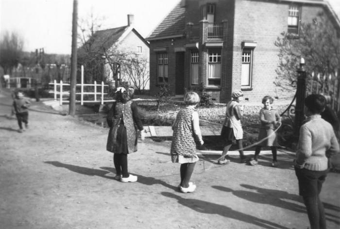 piershil-foto-beatrixstraat-schooljeugd-juni1936