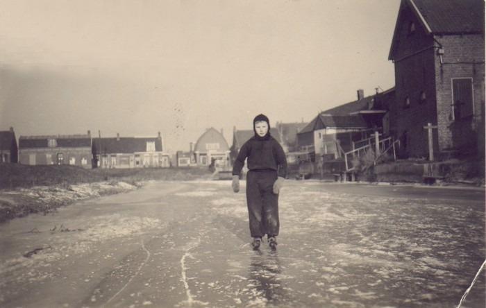 piershil-foto-schaatsen-binnenspui1942-02