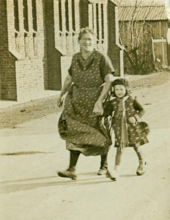 piershil-gereformeerdekerk-maartjeentruitjeroest-circa1935