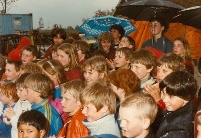 piershil-gymzaal-dewurf-eerstesteen-1983-02