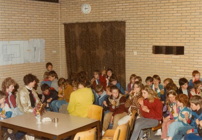 piershil-gymzaal-dewurf-eerstesteen-1983-03