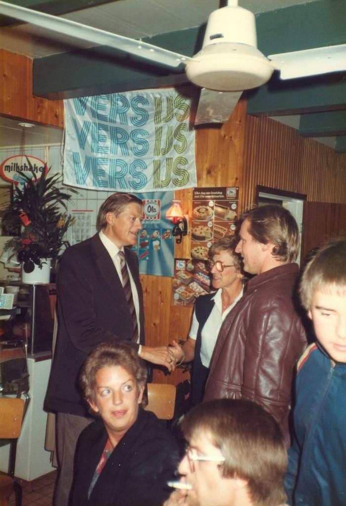piershil-heropening-cafetaria-1983-19