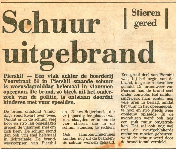 piershil-knipsel-schuur-voorstraat-21okt1977-01