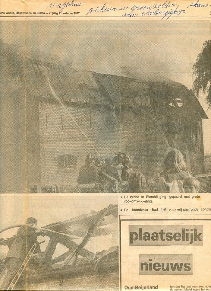 piershil-knipsel-schuur-voorstraat-21okt1977-02