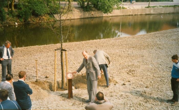 piershil-koningin-beatrix-boom-aanplant-30april1988-06