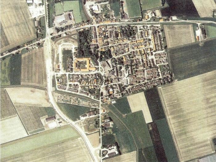 piershil-luchtfoto-2003-buitenom