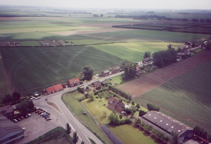 piershil-luchtfoto-buitenom-1998-01