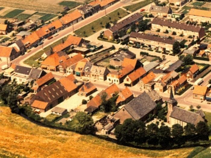 piershil-luchtfoto-smederij-1978