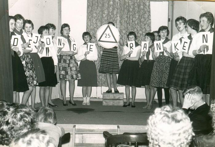 piershil-meisjesvereniging-25jarigbestaan-1961