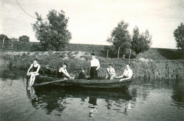 piershil-roeiboot-koosrienantonjanusjanpiet-1943