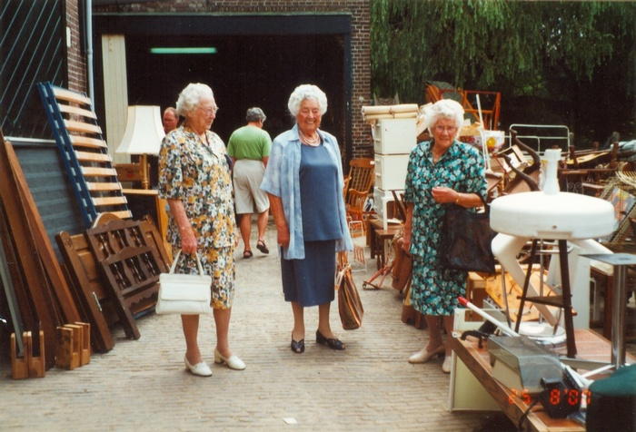piershil-rommelmarkt-voorstraat-aug2000-deklerk-deheer-deman