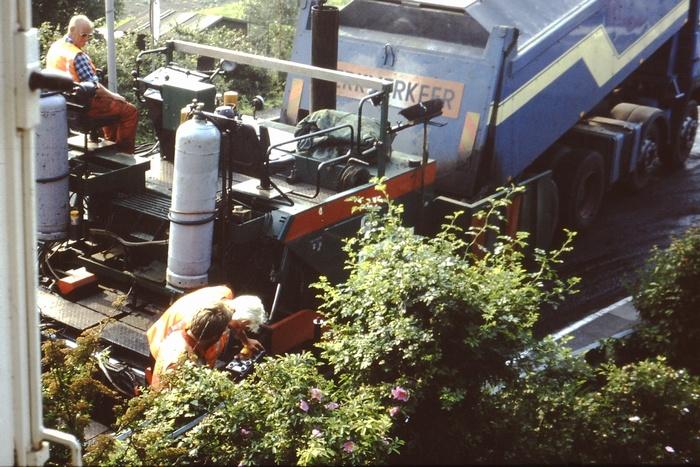 piershil-sluisjesdijk-asfalteren-1985-03