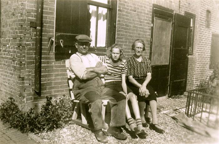 piershil-sluisjesdijk-gezinvdhoeven-1947