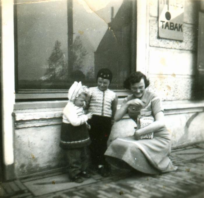 piershil-sluisjesdijk-snoepje-kinderen-vdheiden-ingiebijl-nov1951
