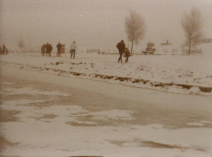 piershil-spui-dichtgevroren-1985-01