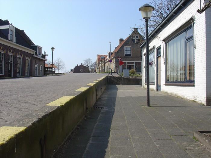 piershil-voorstraat-1april2007-08
