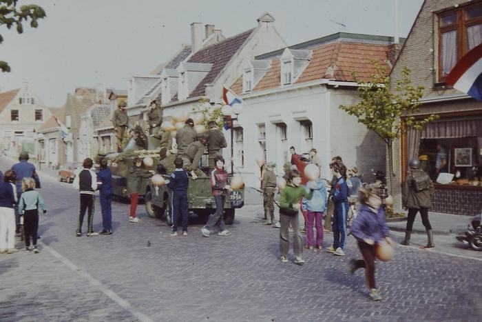 piershil-voorstraat-bevrijdingsdag-1980
