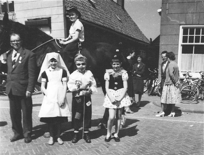 piershil-voorstraat-bevrijdingsfeest-5mei1960