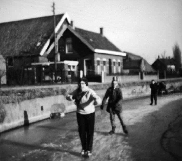 piershil-voorstraat-bocht-winter1962-01