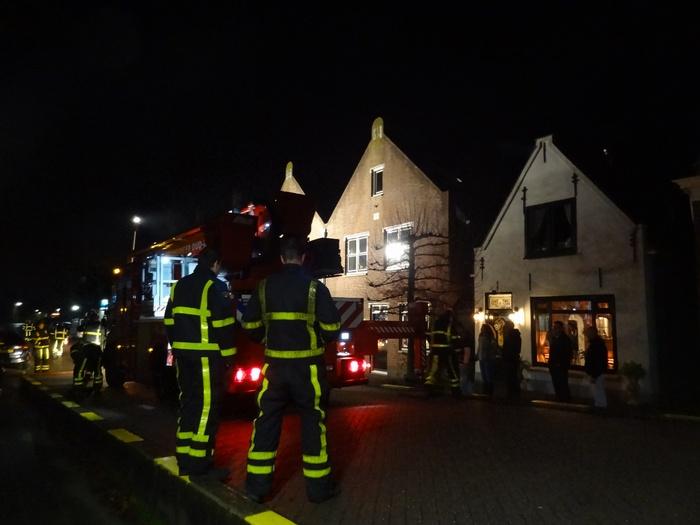 piershil-voorstraat-brandweer-schoorsteenbrand-30nov2013-01