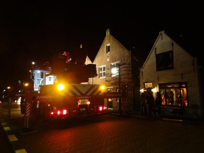 piershil-voorstraat-brandweer-schoorsteenbrand-30nov2013-03