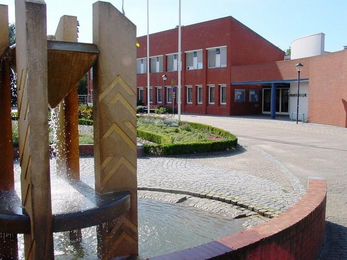 piershil-voorstraat-fontein-16aug2001