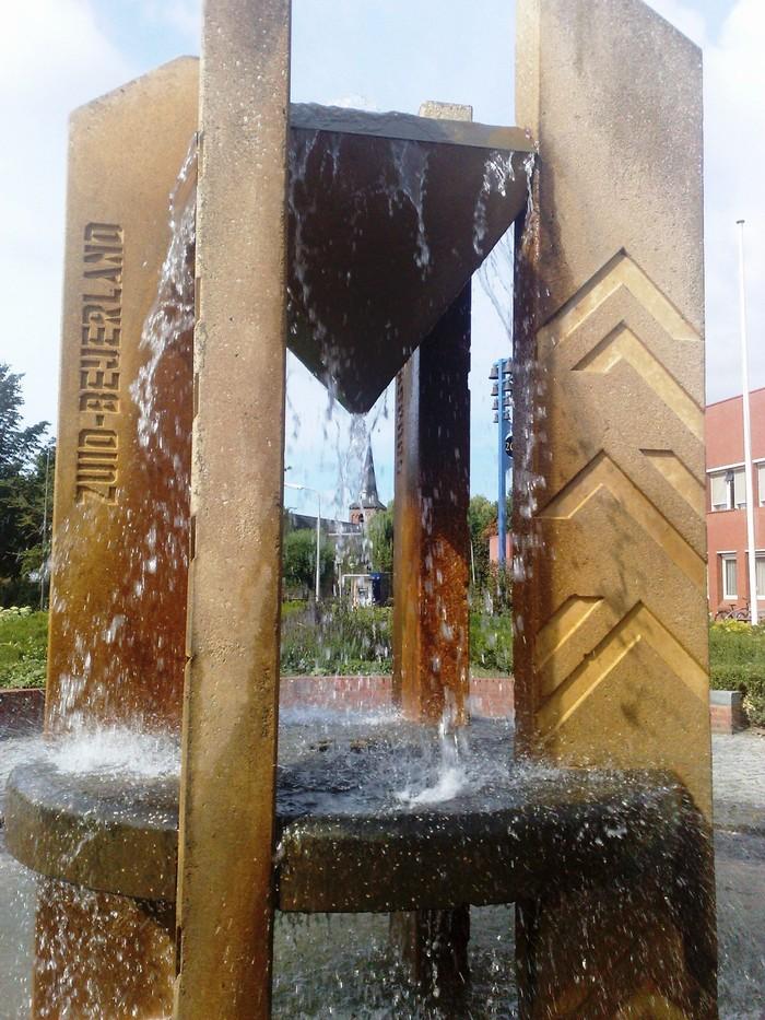 piershil-voorstraat-fontein-9aug2010-02