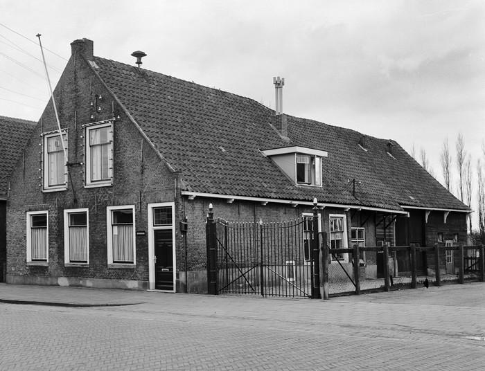 piershil-voorstraat-gemeentehuis-1968