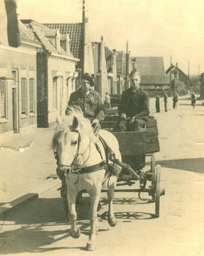 piershil-voorstraat-iesensiemkraak-31aug1946