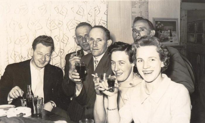 piershil-voorstraat-inhetcafe-1960