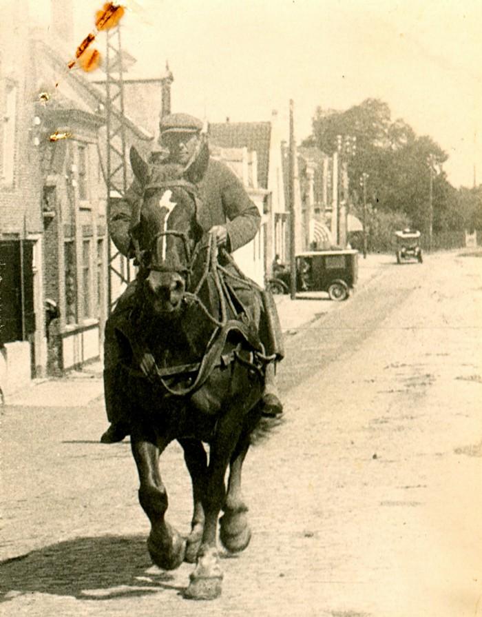 piershil-voorstraat-klaasvanbergeijk-1920