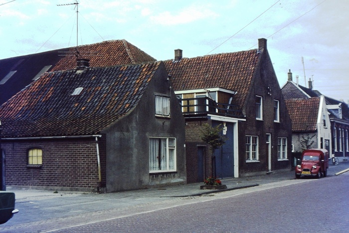 piershil-voorstraat-knechtshuis-1977