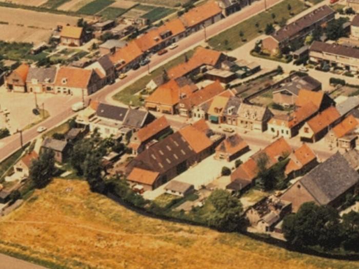 piershil-voorstraat-luchtfoto-1978