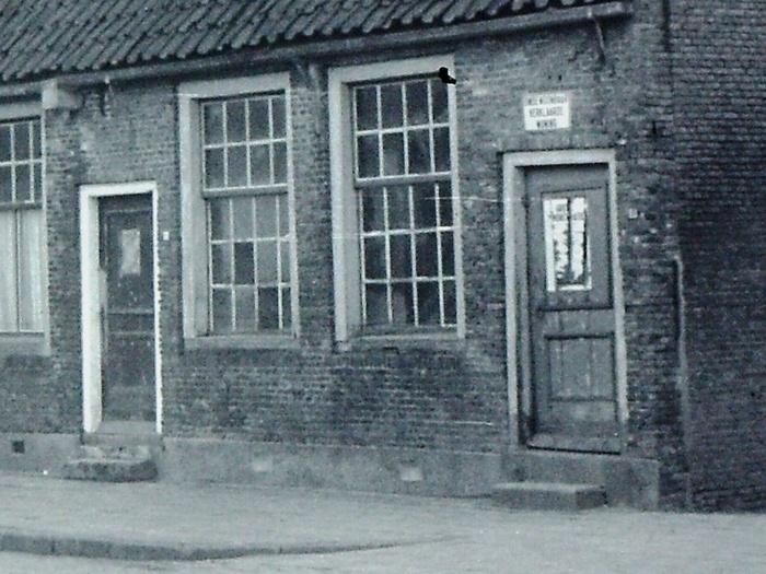 piershil-voorstraat-oudeschool-afgebroken-1965-uitsnede-01