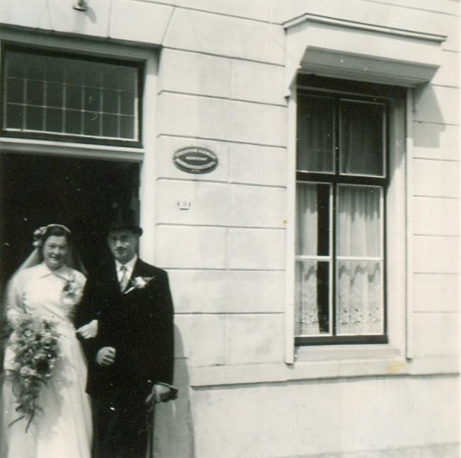 piershil-voorstraat-reina-en-jan-4augustus1955-01