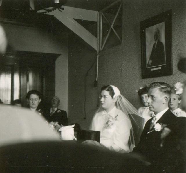 piershil-voorstraat-reina-en-jan-4augustus1955-02